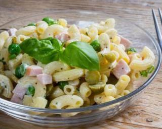 Salade de pâtes aux petits pois, jambon et mayonnaise légère : http://www.fourchette-et-bikini.fr/recettes/recettes-minceur/salade-de-pates-aux-petits-pois-jambon-et-mayonnaise-legere.html