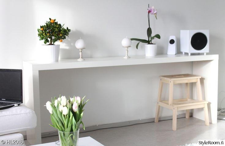 Malm Apupöytä valkoisena