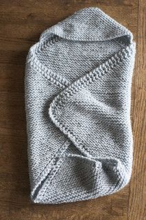 Hooded Baby Wrap. Free easy pattern Lion Brand Nature's Choice Organic Cotton Yarn weight : Aran / 10 ply