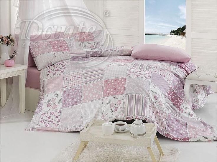 Jste beznadějný romantik? Pak vám povlečení Patchwork musí učarovat. Růžová, malinko zastřená barva, drobný vzor a kytičky, vše ve vkusné kombinaci.     Povlečení je vzorováno z obou stran stejně.     Zapínání je na zip.     Povlečení je vyrobeno z hladké 100% bavlny.