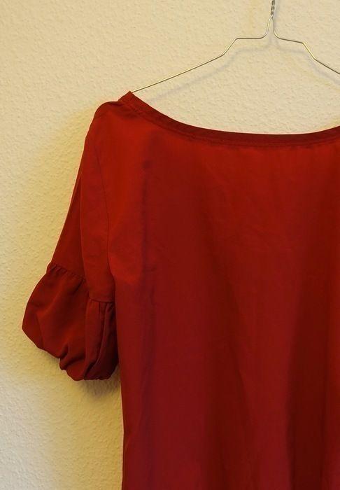 Rote Bluse mit Puffärmeln auf Kleiderkreisel