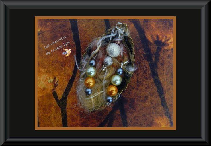 PENDENTIF ROMANTIQUE, Automne flamboyant. Bijou à parfumer. Métal couleur bronze. Pièce unique : Pendentif par les-virevoltes-de-l-oiseau-lyre