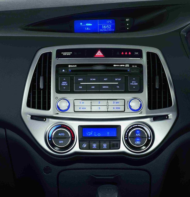 Radio CD mp3 z RDS  Ciesz się ulubionymi brzmieniami podczas jazdy. Radio w Hyundaiu i20 wyposażone jest funkcję RDS oraz w odtwarzacz CD rozpoznający pliki mp3.