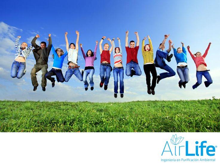 Beneficios de respirar aire limpio. LAS MEJORES SOLUCIONES EN PURIFICACIÓN DEL AIRE. Se le conoce como aire limpio a aquel que no contiene sustancias contaminantes o toxinas en el ambiente. Cuando respiras oxígeno puro, se estimula tu sistema inmunológico por lo que se reducen los síntomas de alergias, afecciones asmáticas y respiratorias. En AirLife, desarrollamos soluciones en ingeniería ambiental para que tengas aire más limpio. #airlife