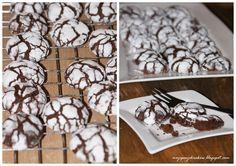 Absolutnie pyszne mega czekoladowe ciasteczka. Są mięciuteńkie i bardzo wciągające. Moje dzieci pochłonęły je w dwa dni :) Przepis znalezio...