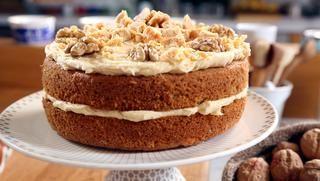 Fudgy walnut cake