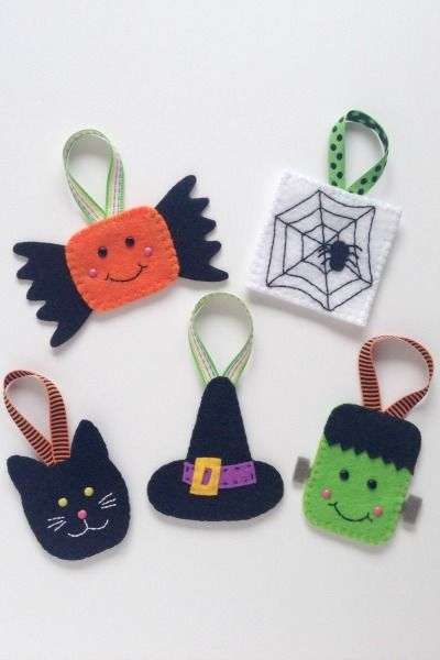 I had so much fun making the first set of felt Halloween ornaments for the Crafty Tutorial Link-Up that I sewed up a few more. I also got a really awesome spooky looking tree from Target to hang them! Monkey and I got out some of the Halloween decorations and started setting up (a little … … Continue reading →