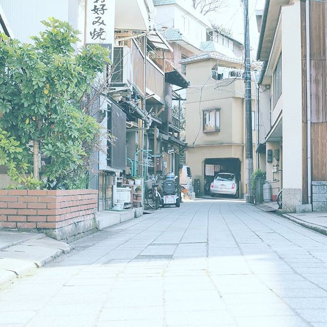 【masaharuuenaga】さんのInstagramをピンしています。 《鞆の浦の浦路地。 行きたい場所に続いてます。 . 撮影日:2017.1.1 -- #わりと地元の鞆の浦 #広島 #鞆の浦 #福山 #ぶらり旅 #海 #発見 #OMD #omdem5markii  #instatrip #instatravel  #igersjp #japan_of_insta  #photo_shorttrip #reminiii_fan #travel #we_japan #love_nippon #tokyocameraclub  #ptk_japan #風景 #カメラ #旅に行きたい #プチ旅行 #写真撮ってる人と繋がりたい  #写真好きな人と繋がりたい #ファインダー越しの私の世界  #ファインダー越しの世界》