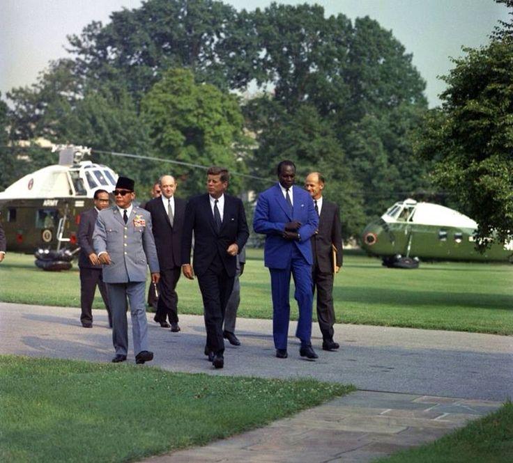 1961. 12 Septembre. De gauche à droite, Sukarno, Jfk et Modibo Keïta, Président du Mali