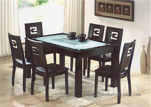Set 6 Meja Makan Jati Minimalis SMK-005 ini dengan desai minimalis moderen classic nan mewah terbuat dari kayu jati berkualitas.