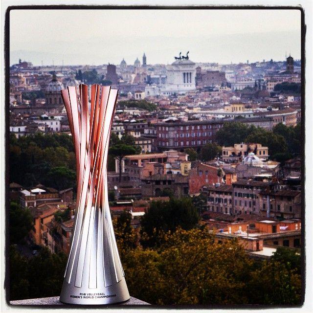 La coppa in palio per i #volleymondiali14 è arrivata a Roma http://www.overtheblock.it/coppa-dei-mondiali-a-roma/
