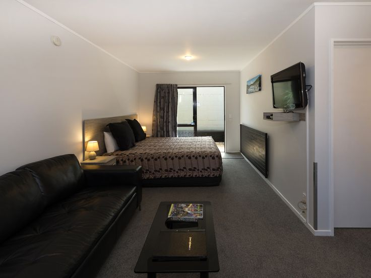 Super comfy leather lounge suite