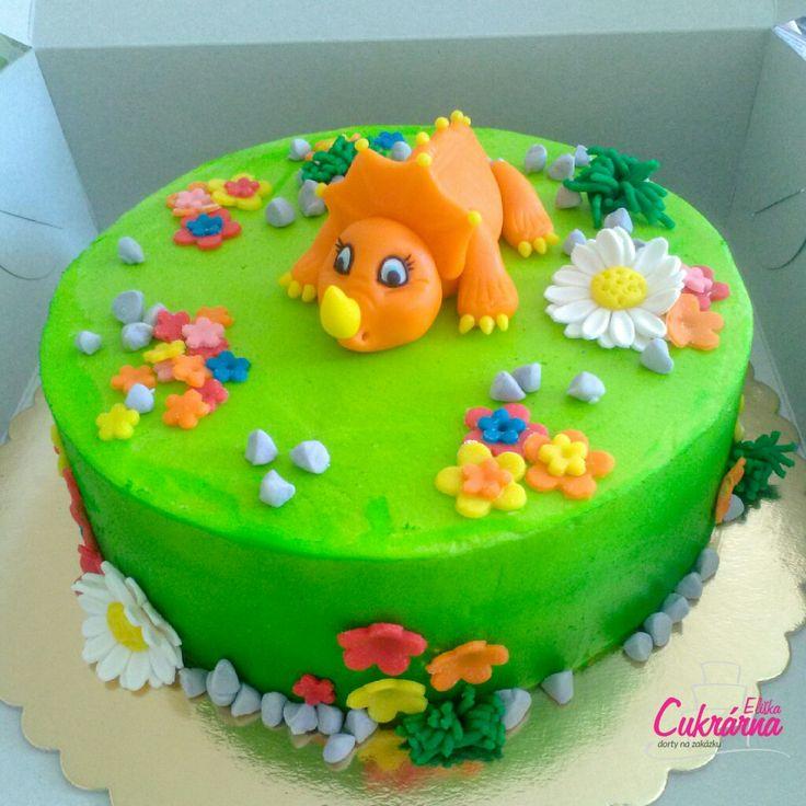 DORT KULATÝ DINOSAURUS SÁRA :-) vanilkový dort s vanilkovým šlehačkovým krémem plněný jahodami :-) povrch dortu vanilkový máslový krém :-) ozdoby dortu pravý marcipán :-) #3ddorty #cukrarna #cukrarnaeliska #dortsdinosaurem #dortsdinosauremsara #dinosaur #dinosaursarah #cakedinosaursarah