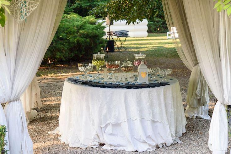 Tavolo confettata per ospiti matrimonio