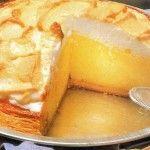 Torta meringata con crema al limone.