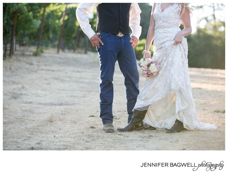 A little sneak into Sammie and Pete's Country Chic wedding!!!  {country chic wedding photos, sonoma county wedding photographer}