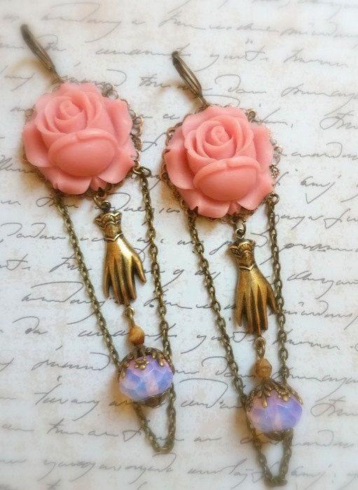 Boucles style victorien camées rose pastel et perles par lorenza33