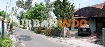 Dijual Rumah dekat Kraton Yogyakarta  [ lokasi rumah berada di samping Kraton Yogyakarta, pusat kota, area wisatawan dan Malioboro ]  Spesifikasi: SHM, IMB Luas Tanah 585m Luas Bangunan -+ 450m Lebar depan 15,5m Hadap Selatan Air sumur Listrik 2 meteran @ 1.300watt  Kamar Tidur - Rumah Induk: 8 kamar - Kost : 15 kamar  Kamar Mandi - Rumah Induk: 2 kamar mandi - Kost: 2 kamar mandi  Rumah dekat Kraton Yogyakarta dijual dengan Harga : 2,8 M nego,  Info lengkap untuk Rumah dekat Kraton…