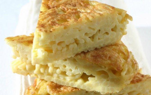 Ομελέτα με μακαρόνια και κίτρινο τυρί - iCookGreek