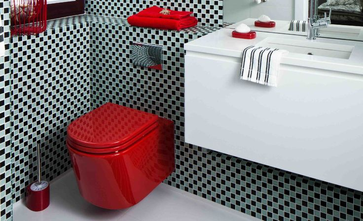 <p><strong>Aranżacja łazienki</strong> ma kontrastowe zestawienie kolorów. <strong>Wnętrze łazienki</strong> jest nowoczesne i efektowne. Czarno-biała <strong>łazienka</strong> ma szklaną mozaikę i fototapetę pod prysznicem oraz czerwony podwieszany sedes: obejrzyj na zdjęciach wnętrza łazienki.</p>