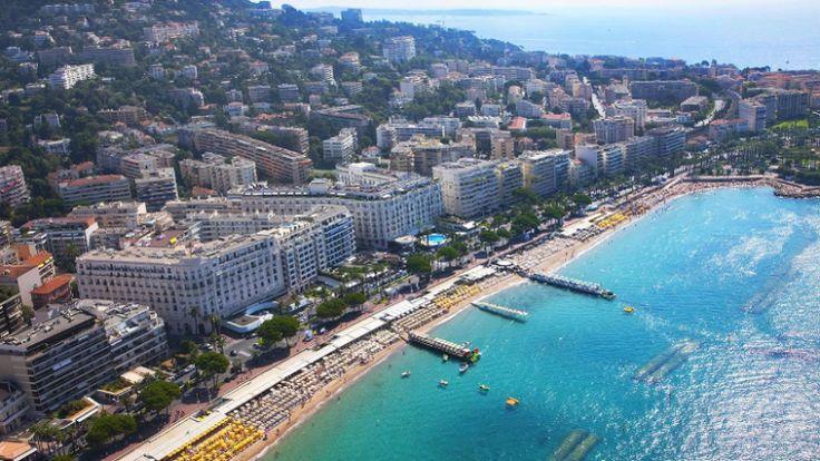 Grand Hyatt Cannes Hôtel Martinez - #Cannes - L'hospitalité authentique, l'histoire, la culture et la beauté architecturale intemporelle de Grand Hyatt Cannes Hôtel Martinez l'ont naturellement élevé au rang de resort phare de la Côte d'Azur. Que vous y soyez pour affaires, loisirs ou les deux, l'établissement vous permettra de séjourner dans une chambre sophistiquée et haut de gamme pour un séjour des plus agréables et chaleureux.