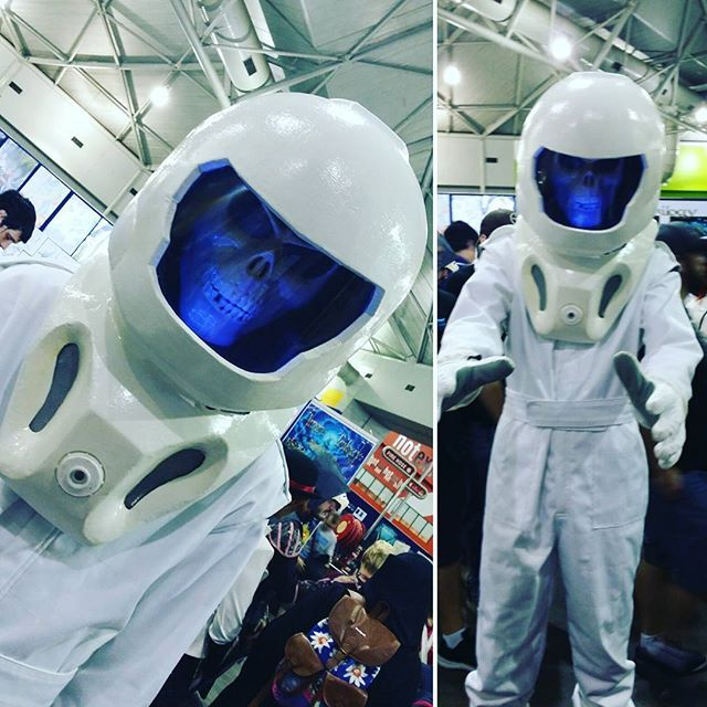 #Brisbane #Supanova2016 this year. I #love this #Costume, #Cosplayers rock this guys #Cosplay #costume was #great. #Space #Skeleton.