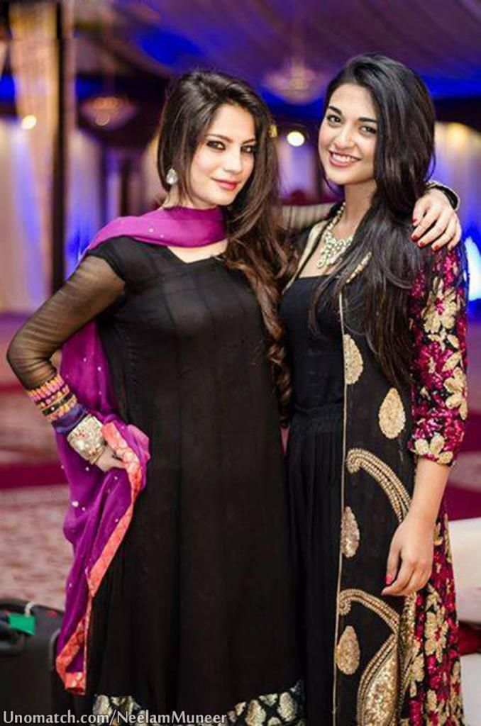 #superb #blackdress #loveneelam #sarahkhan   #neelammuneer #unomatch #fans #pakiactress #makeup ♡