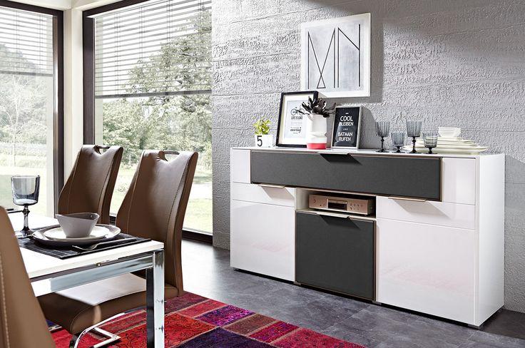 Bardziej estetyczne wnętrze – bez kabli i licznych, często  po prostunieładnych urządzeń. #median #meble #furniture #salon #livingroom #inspiration #ideas