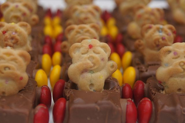 Winnie the Pooh Party  - bears in cars sweet treats