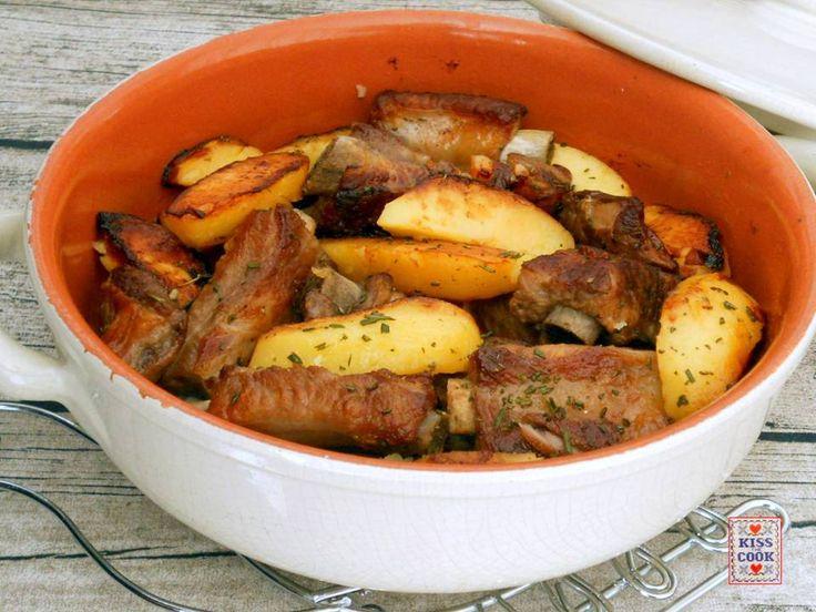Costine di maiale al rosmarino, che buon piatto!!! Ingredienti per 3/5 persone: 1 kg di costine di maiale - rosmarino tritato finissimo -