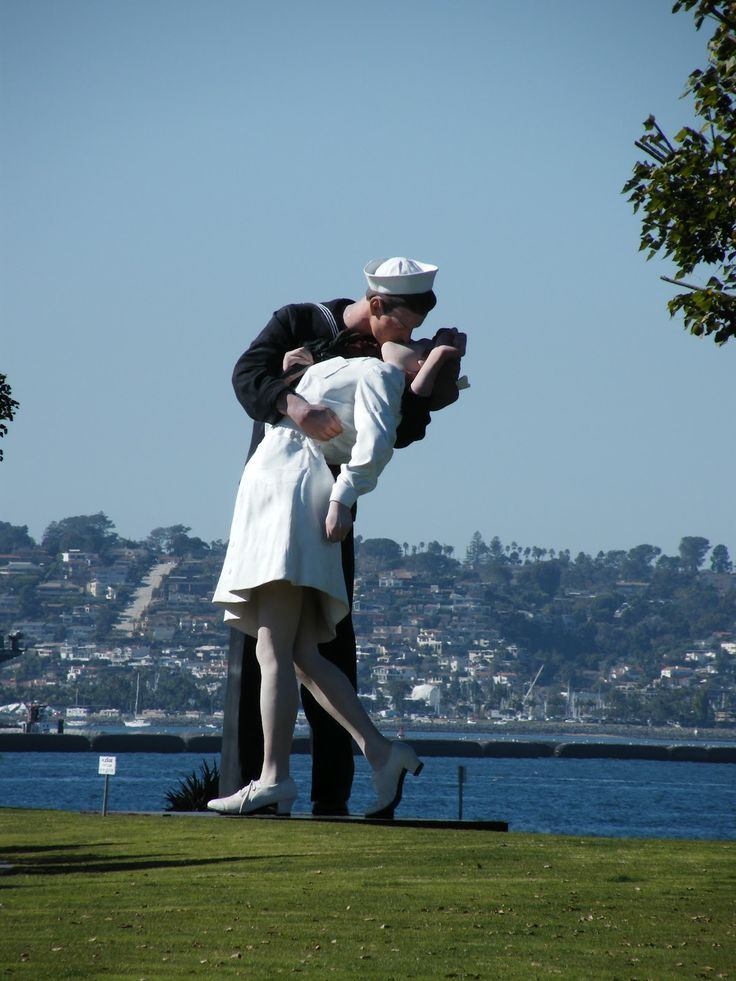 San Diego kiss statue. Unfortunately no longer there.