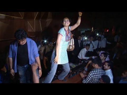OMG ! Kangana Ranaut seen dancing on BAR COUNTER.