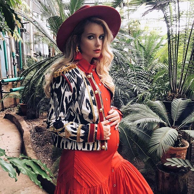 Новый день-новая съёмка и новые крутые образы! ❤️ Сегодня я попала в талантливы ручки 📸 @inesstsvetkova 🙌🏽 Спасибо тебе, красотка! 💋😘👯 С нетерпением жду результата 🤗 #27weeks #27недель #беременность #инстамама #скоромама #фотосессиябеременных #pregnancystyle #maternitystyle #pregnancyphoto #bestpregnancyphotos #maternity #instamama #hiMamaSmith #pregnancyfashion #фэшнбеременяш