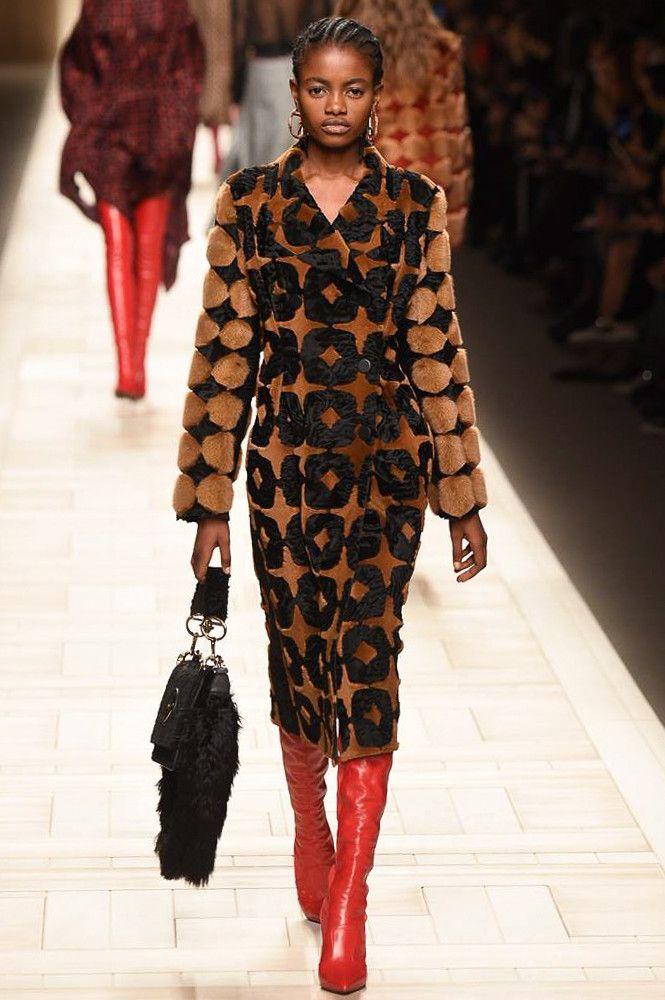 Fendi коллекция | Коллекции осень-зима 2017/2018 | Милан | VOGUE