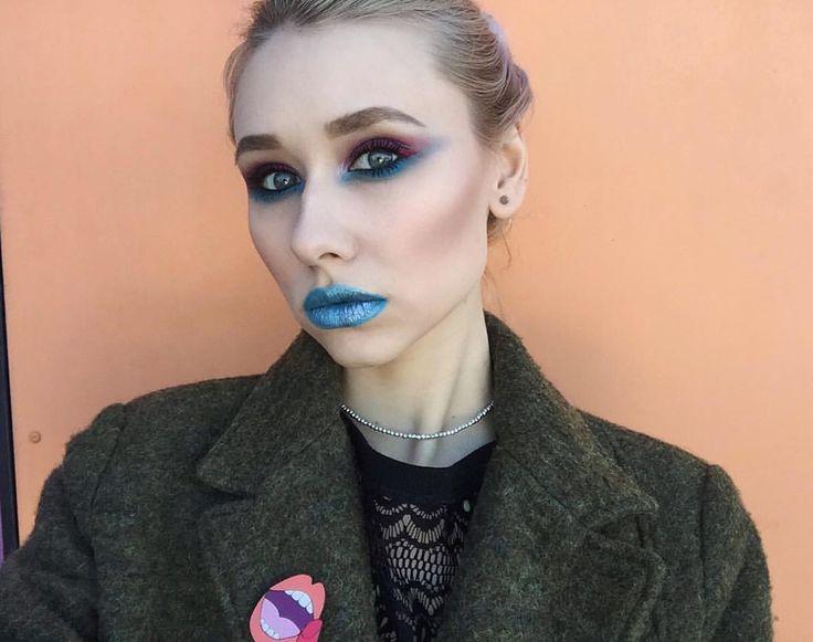 124 отметок «Нравится», 4 комментариев — GAV☮ (@alisha_gaydar) в Instagram: «макияж выполнен продуктами @nyxcosmetics_russia 💙 на глазах : тени prismatic в оттенке volatile и…»