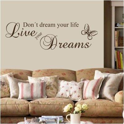 """Adesivo Murale - Live your dreams.  Adesivo murale di alta qualità con pellicola opaca di facile installazione. Lo sticker si può applicare su qualsiasi superficie liscia: muro, vetro, legno e plastica.  L'adesivo murale """"Live your dreams"""" è ideale per decorare il soggiorno. Adesivi Murali."""