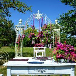 Ślub plenerowy -pergola i stół