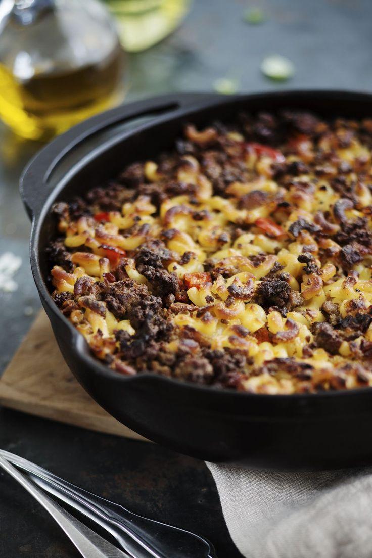 Ravintola Savoyn keittiöpäällikkö Kari Aihinen lupaa, että pekoni ja aurinkokuivatut tomaatit takaavat täyteläisen maun.