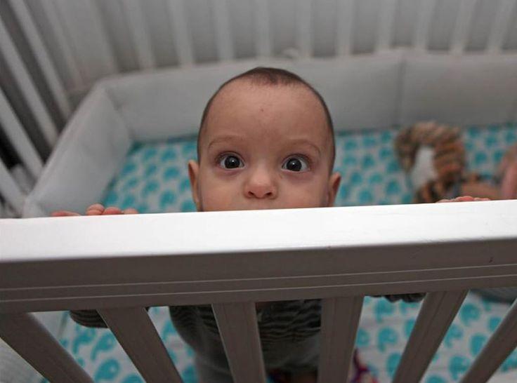 Você tem o hábito de dormir com seu bebê? Saiba que essa é uma das causas de morte súbita em recém-nascidos