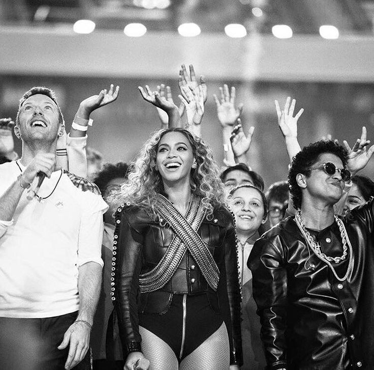 Chris Martin, Beyonce and Bruno Mars performing at The Super Bowl 50 Halftime, feb 2016
