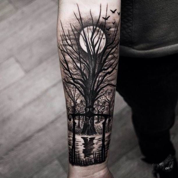 Tattoo tree at full moon                                                                                                                                                      Más