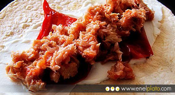 Wrap de atún con pimiento y queso  #pimiento #queso #wraps #fajitas  http://www.enelplato.com/aperitivos/wraps/wrap-de-atun-con-pimientos/