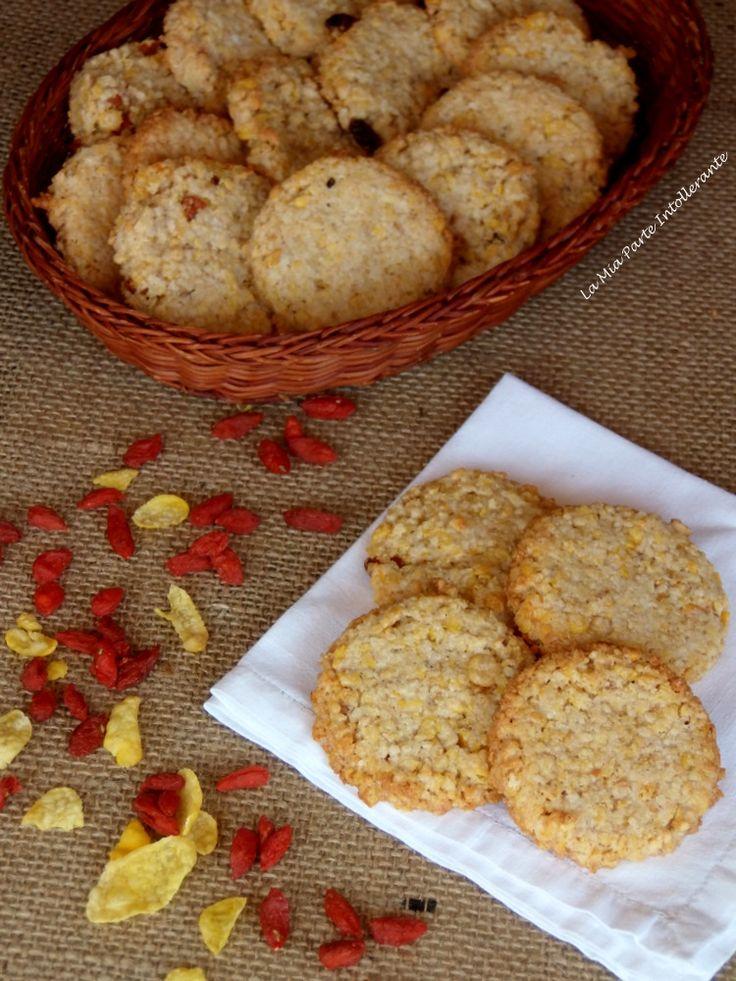 biscotti grancereale senza glutine, latte e lattosio. Croccanti, gustosi e sani, ricchi di fiocchi di quinoa, fiocchi di mais e bacche di goji.