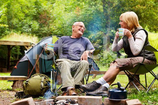 Senior Couple Sitting Near a Campfire – lizenzfreie Stock-Fotografie