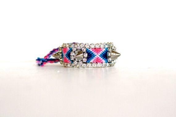 Il braccialetto Frienemy rosa e blu con punte di DolorisPetunia