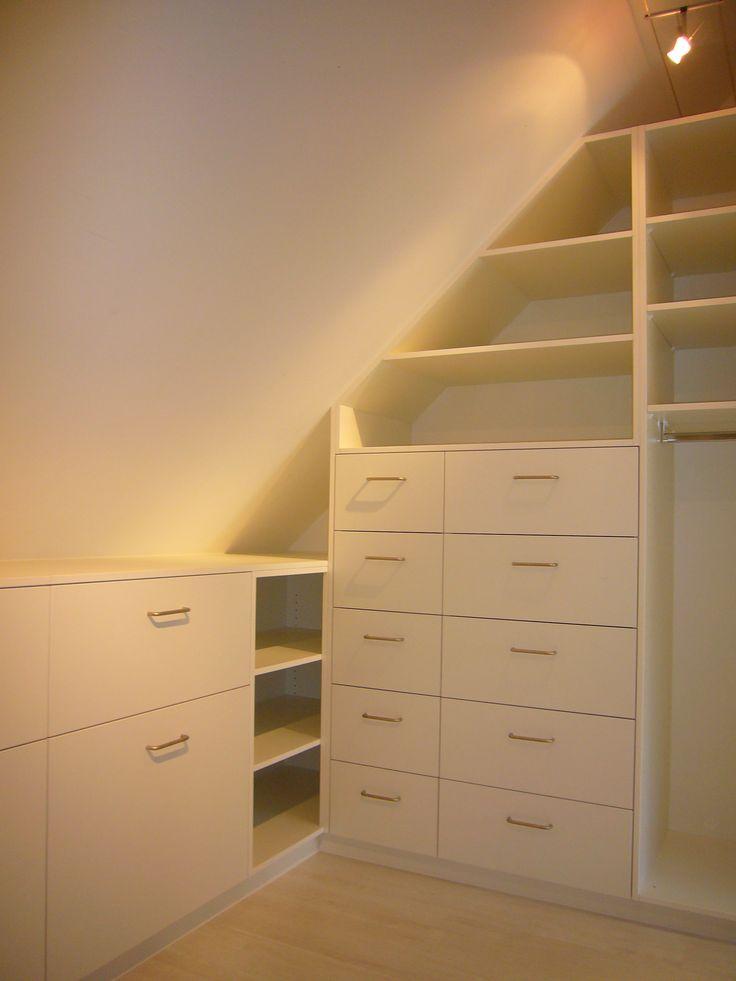 les 25 meilleures id es de la cat gorie etagere sous pente. Black Bedroom Furniture Sets. Home Design Ideas