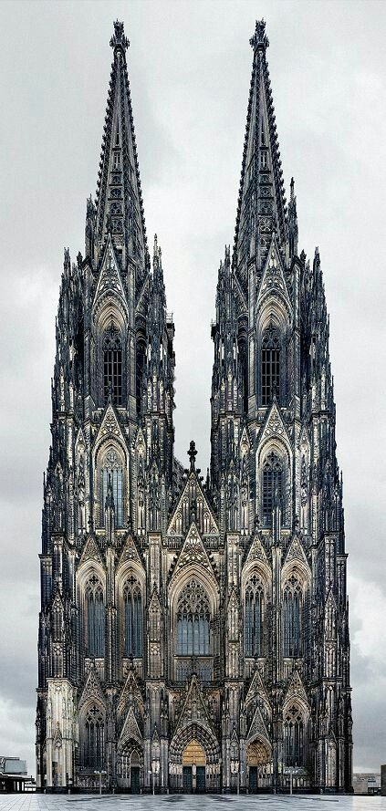 """mangofaster: """" a-moody-moon: """" Koln Cathedral - Germany """" heute hat meiner sohn hier verlassen! Er fliegt noch zuruck nach England! """""""