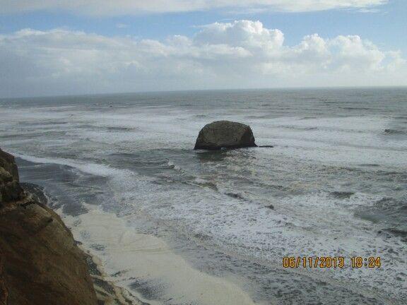 Siguiendo en la carretera de la costa. Piedra Alta desde otro angulo. Saavedra
