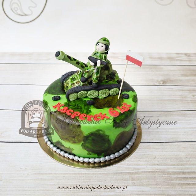 189BA Tort moro z figurką żołnierza na czołgu. Soldier and tank cake.
