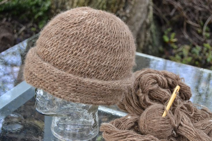 Needlebound / nalbound hat from handspun wool yarn and the Åsle stitch, by Bodil Christensen. Posted [in Danish] 2015-01-30 in her blog vild med uld (Wild with wool). Please see original link for more photos!